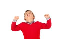 与红色球衣的愉快的优胜者孩子 图库摄影