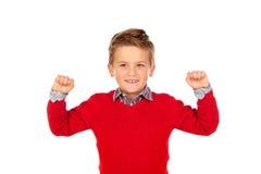 与红色球衣的愉快的优胜者孩子 库存图片