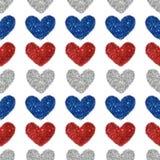 与红色的心脏的背景,蓝色和银闪烁,无缝的样式 免版税库存图片