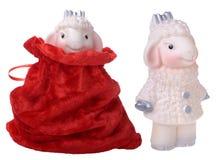 与红色礼物袋子的两只山羊 免版税图库摄影