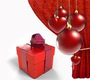 与红色窗帘和礼物盒的圣诞节球 库存图片