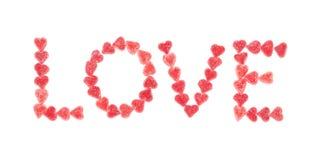 与红色糖果心脏的文本爱 免版税库存照片