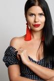 与红色耳环的美好的模型 库存图片