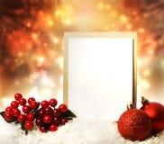 与红色装饰品的圣诞卡 免版税库存照片