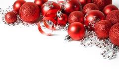 与红色装饰品的圣诞节边界 库存照片