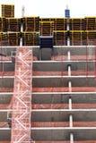 与红色防护滤网的大厦 免版税库存照片