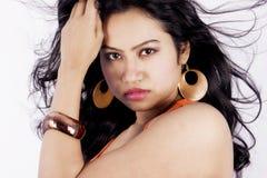 与红色面纱的美好的印地安女性模型 图库摄影