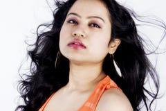 与红色面纱的美好的印地安女性模型 免版税库存图片