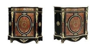 与红色龟甲和黄铜的世纪镶金银的细工法国餐具柜镶嵌 免版税图库摄影