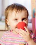与红色鼻子的孩子 免版税库存照片