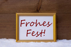 与红色Frohes费斯特手段圣诞快乐的框架在雪 免版税库存照片