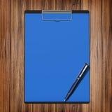 与纸和笔,企业概念的文件夹 免版税库存照片