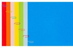 与纸夹01的彩虹文具 免版税库存照片