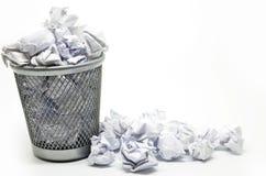 与纸张浪费的垃圾桶 免版税图库摄影