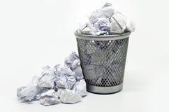 与纸张浪费的垃圾桶 免版税库存图片