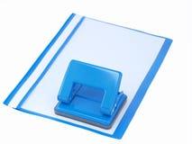 与纸张的穿孔机和文件夹 免版税库存照片