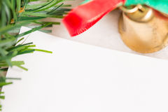 与纸板料的圣诞节装饰在白色背景 免版税图库摄影