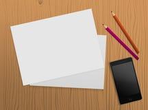 与纸片的表、铅笔和smartphone 免版税库存图片
