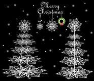 与纸雪花针叶树的圣诞卡 图库摄影