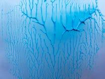 与纹理和容量的有趣的蓝色背景 免版税库存照片