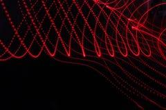 与线和小点的抽象背景在红色 免版税图库摄影