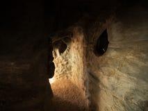与织地不很细墙壁的小洞穴洞 图库摄影