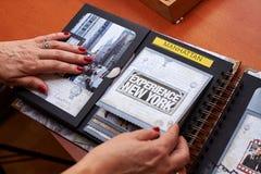与织地不很细纸的Scapbook纽约册页 库存照片