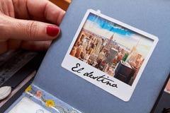 与织地不很细纸el destino的Scapbook纽约册页 免版税库存照片