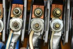 与终端连接特写镜头的高压电缆 库存照片