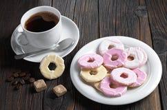 与结冰和咖啡的曲奇饼 库存照片