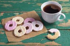 与结冰和咖啡的曲奇饼 库存图片