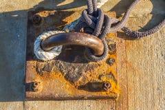 与绳索的停泊圆环 库存图片