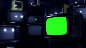 与绿色屏幕的葡萄酒80S电视 夜口气 放大 影视素材
