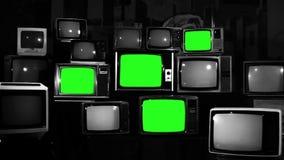 与绿色屏幕的许多电视 黑白口气 股票视频