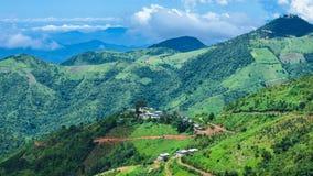 与绿色山的美好的风景视图从Kalaw,掸邦,缅甸 免版税库存照片