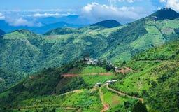 与绿色山的美好的风景视图从Kalaw,掸邦,缅甸 库存照片