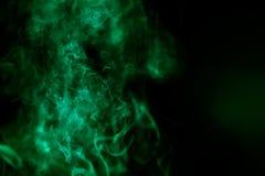 与绿色彩色烟幕的抽象背景 库存图片