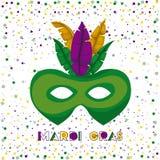 与绿色狂欢节面具的狂欢节海报与五颜六色的羽毛和五彩纸屑背景 免版税图库摄影