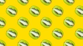 与绿色猕猴桃的一个无缝的样式 库存照片