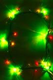 与绿色统治的圣诞灯背景 库存图片