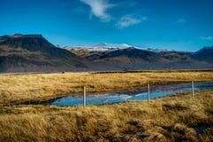 与绿色青苔的冰岛往山克洛的风景和看法 库存照片