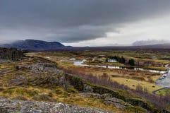 与绿色青苔的冰岛往山克洛的风景和看法 免版税库存图片