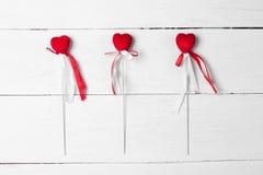 与缎丝带的装饰心脏在棍子 库存照片