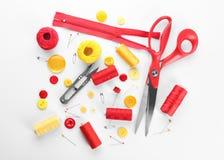与缝合针线和accessorie的构成 免版税库存图片