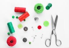 与缝合针线和accessorie的构成 图库摄影