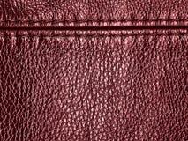 与缝的自然红色皮革纹理背景 免版税库存图片