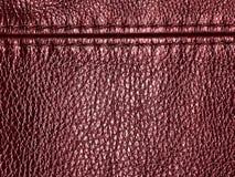 与缝的自然红色皮革纹理背景 免版税图库摄影