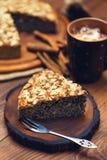 与罂粟种子和杏仁的自创饼剥落 免版税库存照片