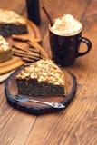 与罂粟种子和杏仁的自创饼剥落 库存图片