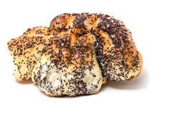 与罂粟种子的甜小圆面包在白色背景 图库摄影